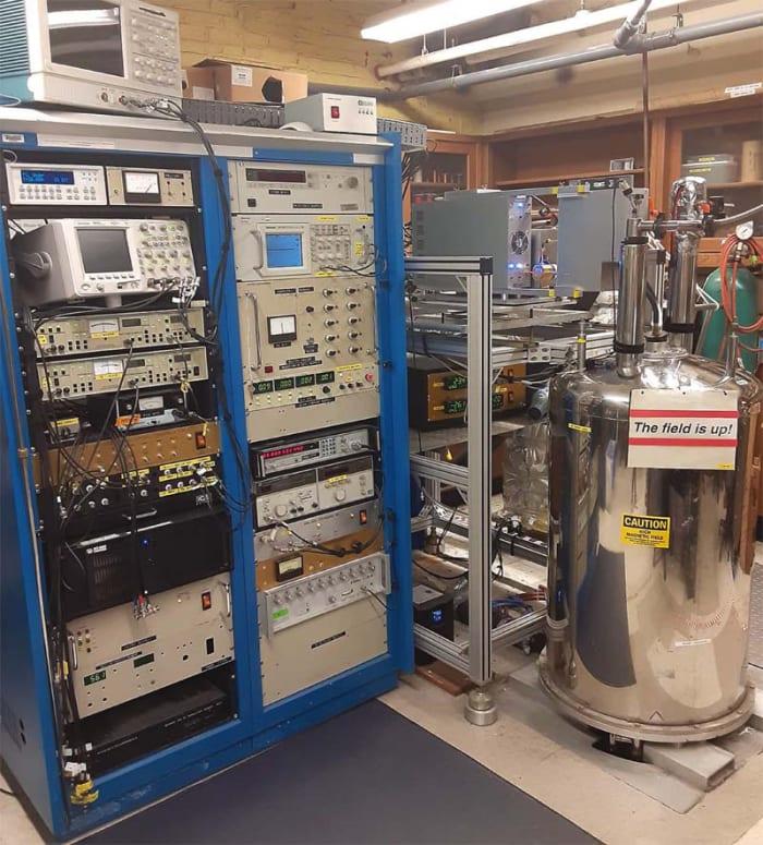 ЭПР-спектрометр на базе двумерного электрон-электронного двойного резонанса (2D-ELDOR ESR spectrometer)